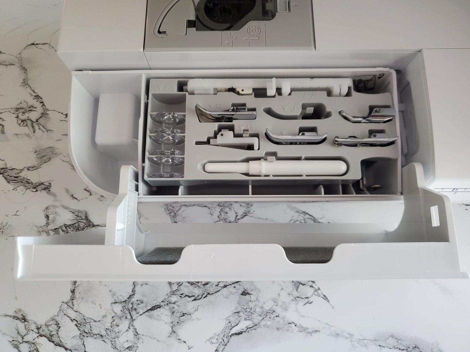 brother se1900 accessories compartment