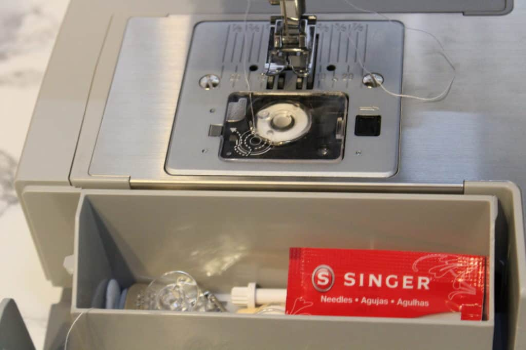 what comes with the singer 4423 sewng machine