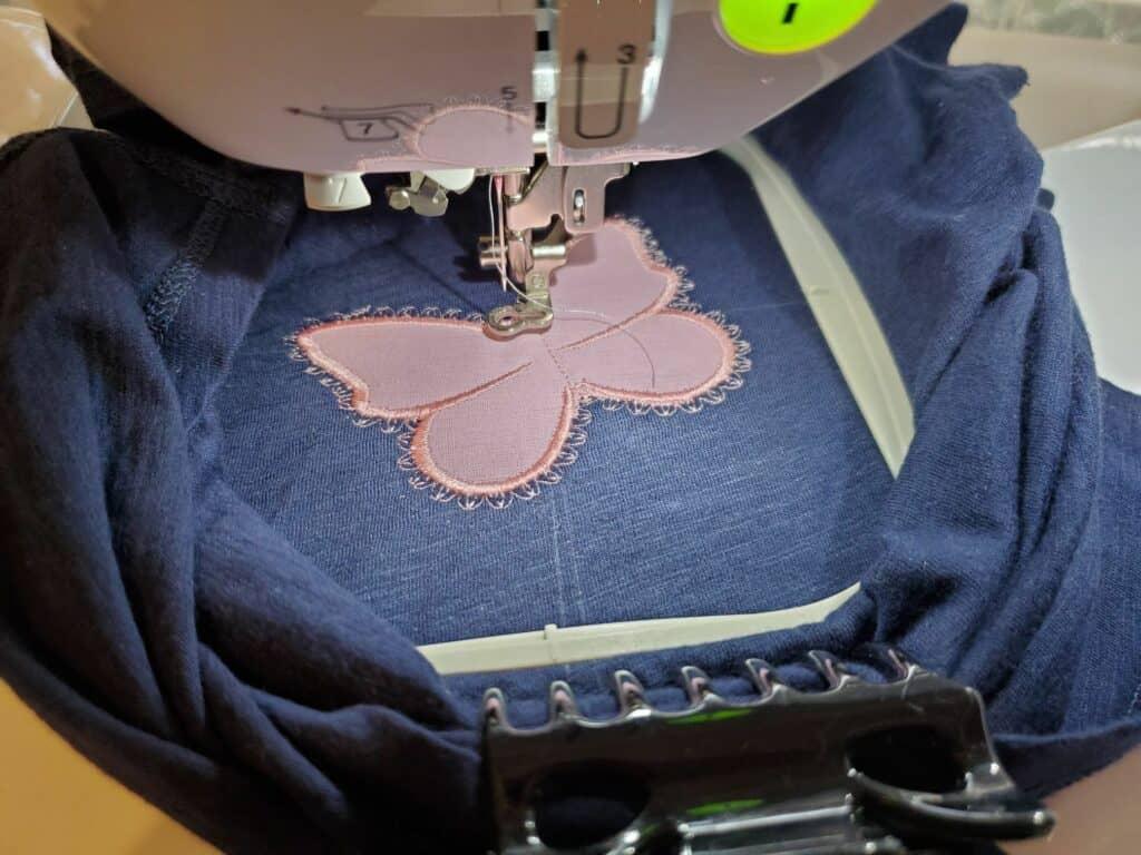 continue stitching satin stitch around applique border